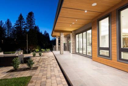 at 3905 Southridge Avenue, Bayridge, West Vancouver